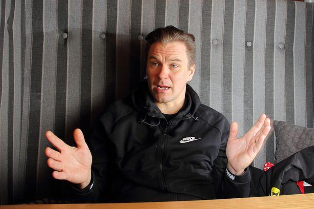 Toni Vilander (kuvassa) sai kartingurallaan paljon tukea Kalle Jokiselta.