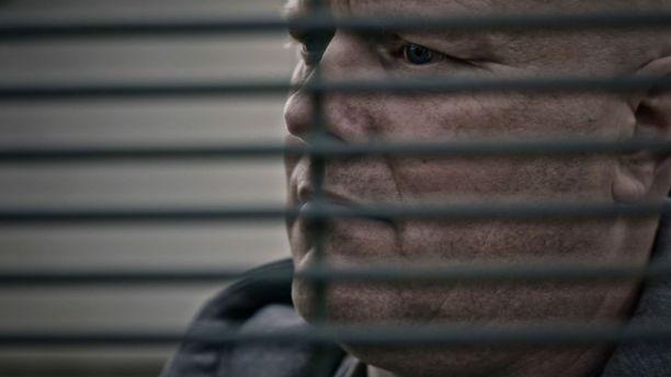 Henrik Haugberg Madsen katosi marraskuussa 2010 jäljettömiin. Ruumista, dna-näytteitä tai todistajia ei ole löytynyt. Kuusiosainen Kuollut mies katoaa -sarja seuraa Madsenin tapausta.