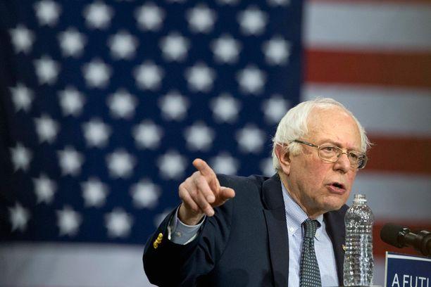 Bernie Sanders on auttamatta jäljessä, sillä supervalitsijamiehet eivät ole tukeneet häntä juuri lainkaan.