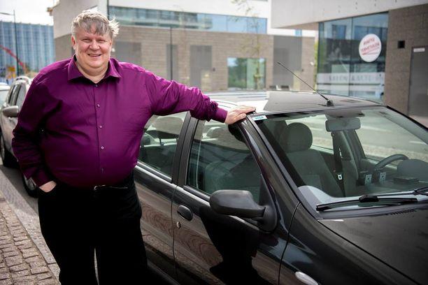 Timo Liespuu on ajanut taksia jo vuodesta 1994. Alkuvuodesta 2016 hän siirtyi Uber-kuljettajaksi.