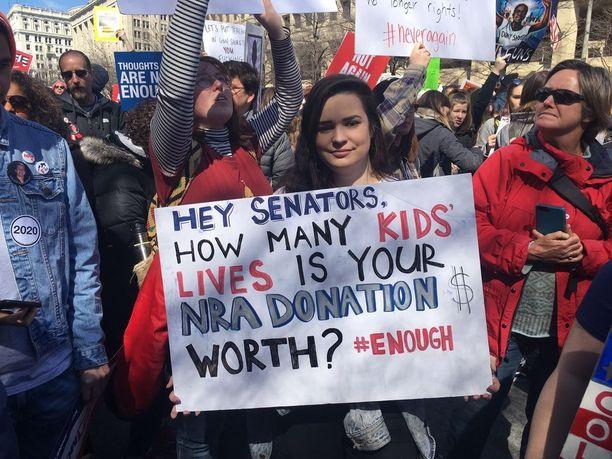 Lynn-Ellin Zeigler osallistui satojentuhansien muiden kanssa aserajoituksia vaativaan March For Our Lives -marssiin Washingtonin keskustassa.