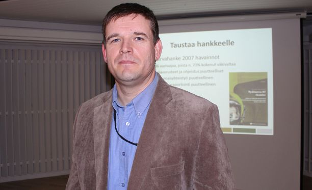 Pelastustoimen väkivalta- ja uhkatilannekoulutukset -hankkeen ohjaaja Juha Höök tunnistaa turvallisuusriskien kasvaneen.