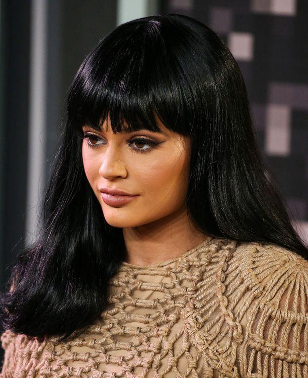 Kylie Jennerin mielestä hänen huulensa ovat nyt luonnollisen näköiset.