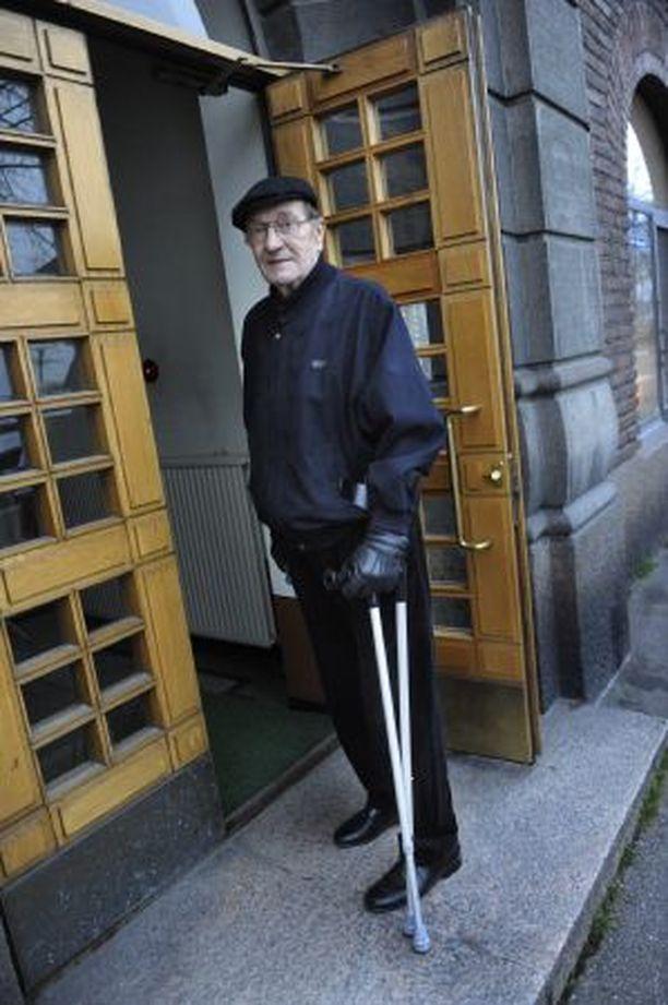 TOIPILAS Ex-pääministeri Harri Holkeri toipuu yhä rankasta lonkkaleikkauksesta.