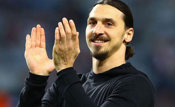Polvivammaa kuntouttava Zlatan Ibrahimovic asetettiin valioliigan vapaiden pelaajien listalle.