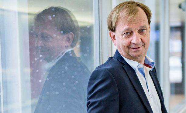 Hjallis Harkimo tukee voimakkaasti sisäministeri Petteri Orpoa puolueen uudeksi puheenjohtajaksi.