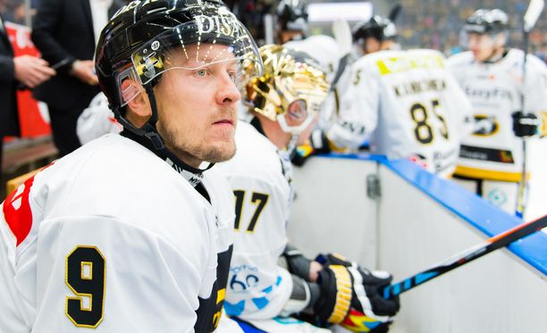 Niklas Hagman lähti Kärpistä marraskuun lopussa.