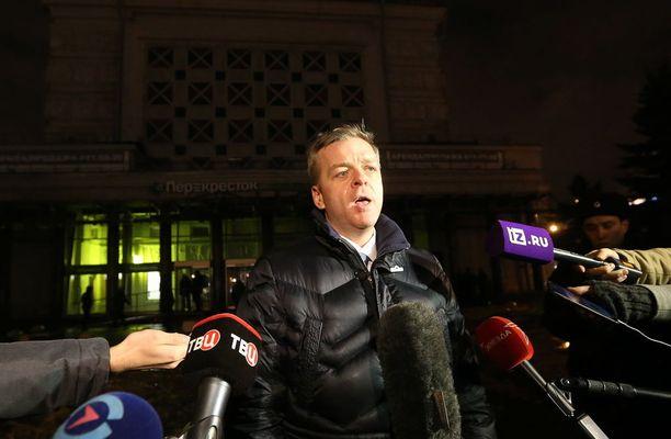Pietarin tutkintakomitean johtaja Aleksandr Klaus vastasi median kysymyksiin räjähdyksen jälkeen.