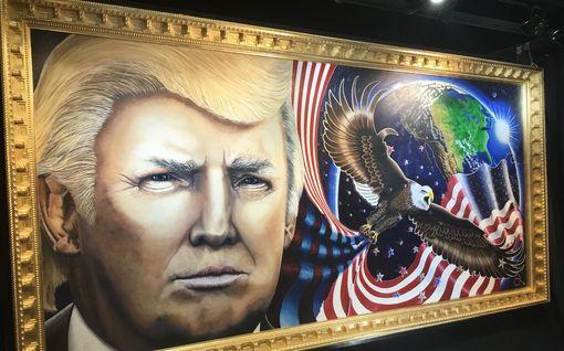 """IL republikaanien kokoontumisessa Washingtonissa: Julian ennusti Trumpin presidenttiyden unessa: """"Maalasin taulua 600 tuntia"""""""