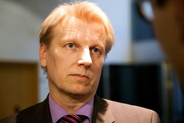 Keskustan ympäristöministeri Kimmo Tiilikainen sai omiltaan poikkeukselliset moitteet ja harvinaisen varoituksen.