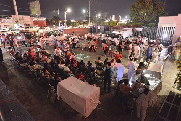 Meksikon Villahermosassa sairaalan työntekijöillä piti kiirettä, kun haavoittuneita tuotiin hoitoon.