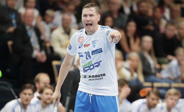 2016 Latvian Riiassa mailmanmestaruutta juhlinut Mika Kohonen palaa kahden kauden tauon jälkeen Suomen salibandyliigaan.