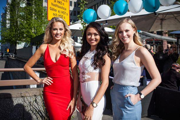 Perintöprinsessat Emilia Seppänen ja Heta Sallinen edustivat tilaisuudessa Shirlyn kanssa.