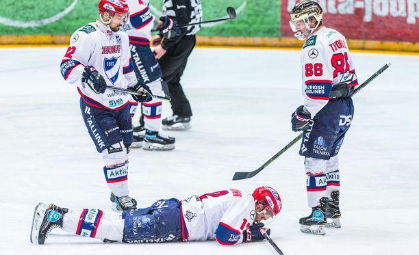 Juhani Tyrväinen koki kovia, mutta pystyi jatkamaan peliä.