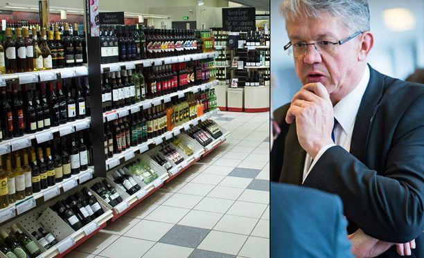 """Juha Rehulan mukaan erityistä valmistelua vaatii niin sanottujen """"limuviinojen"""" myynnin vapauttaminen kioskeihin ja marketteihin."""