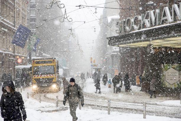 Lunta tulee keskiviikkonakin. Eteläisessä Suomessa ajokeli voi olla keskiviikkoiltana erittäin huono.