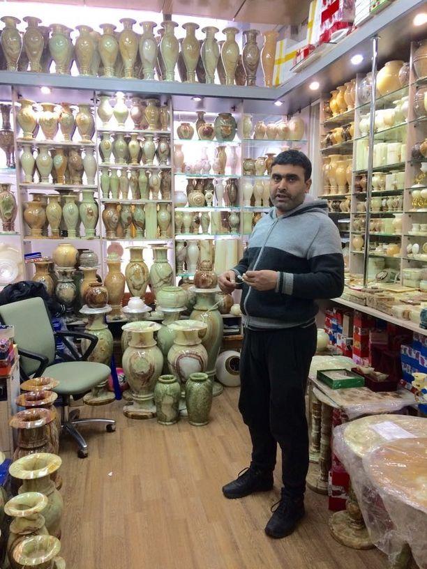 Afgaanien myymälät työllistävät Moskovassa myös ilman papereita oleskelevia maanmiehiä.