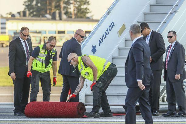 Presidentti Donald Trump ja hänen puolisonsa Melania Trump saapuivat Suomeen jo tapaamista edeltävänä sunnuntai-iltana.