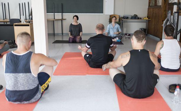 Joogaan osallistuneet vangit ovat kertoneet sen olevan parasta, mitä Riihimäen vankila tällä hetkellä tarjoaa.