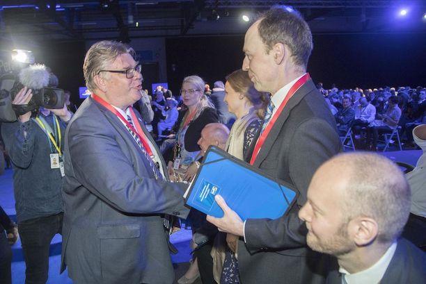 Timo Soini, Jussi Halla-aho ja Sampo Terho perussuomalaisten puoluekokouksessa Jyväskylässä.