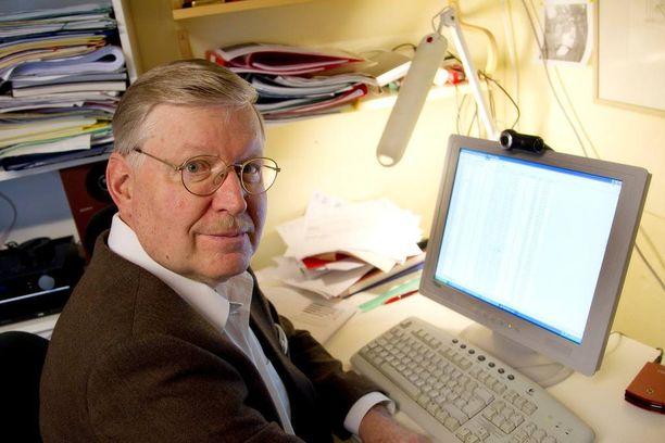 Valtio-opin emeritusprofessori Heikki Paloheimo ei ymmärrä hallituksen kiirettä.