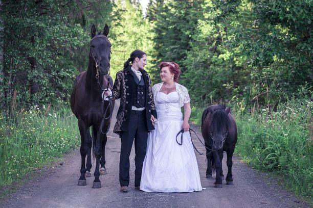 Eetua ja Sonjaa yhdistää eläinrakkaus ja maatalon eläimet ovatkin osa häitä.