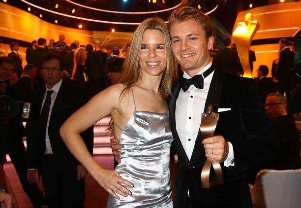 Nico ja Vivian Rosberg juhlistivat F1-tähden maailmanmestaruutta 2016.