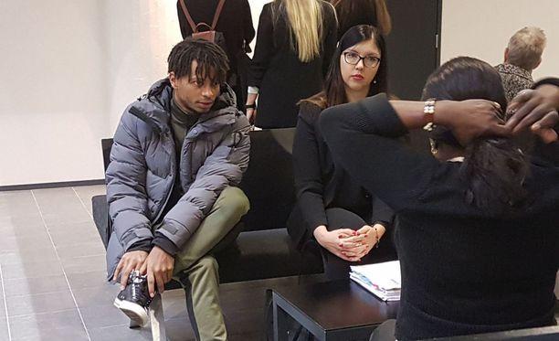 Mustat naiset seksi nauhat