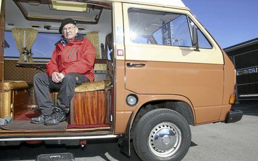 """Maunon kultavankkuri on retkeilijän unelmapeli - """"Ikinä en ole nähnyt yhtä huolellisesti rakennettua matkailuautoa"""""""