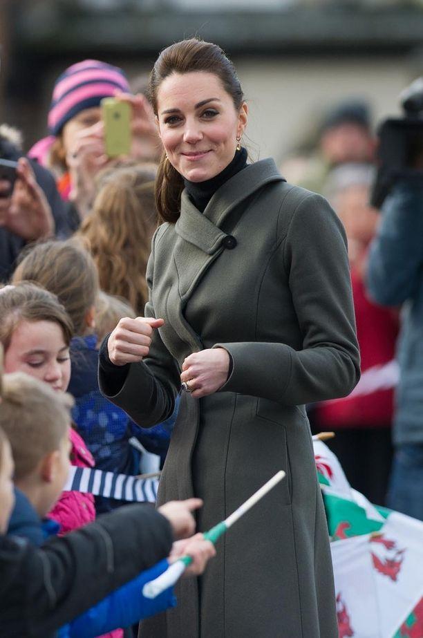 Marraskuussa Catherine piilotti otsatukkansa tiukan poninhännän ansiosta.