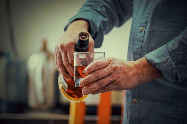 Kuusikymppisen ei kannata verrata alkoholinkäyttöään kolmekymppisen juomiseen.