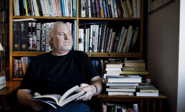 """Moni kustantaja on pyytänyt Neil Hardwickilta omaelämäkertaa. """"Olen aina sanonut, että menneisyys on kauhea paikka, en halua käydä siellä"""", ohjaaja-käsikirjoittaja sanoo."""