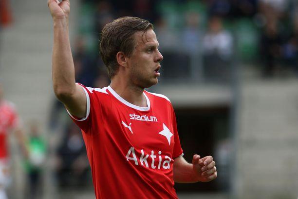 Jani Bäckman ja moni muu jalkapalloilija elävät jännittäviä aikoja.