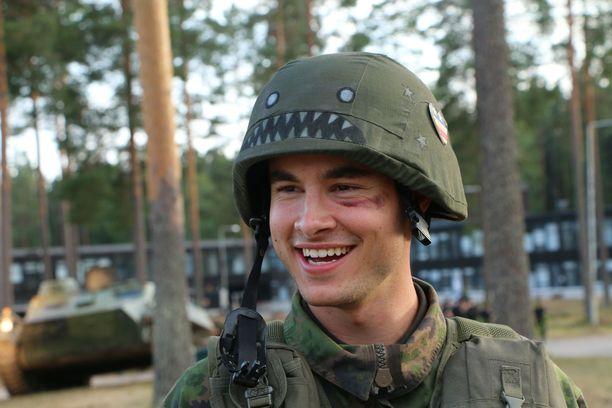 Sarjan armeijakohtaukset on kuvatta Keuruulla. Kian Lawley näyttelee pääosaa.