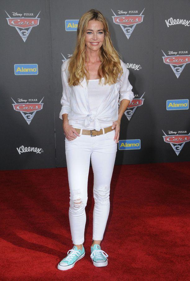 Denise on yhdysvaltalainen näyttelijä ja entinen malli. Hän haki vuonna 2006 avioeroa Sheenistä ja hän anoi miehelle myös lähestymiskieltoa, sillä hän väitti Sheenin uhanneen tämän henkeä.