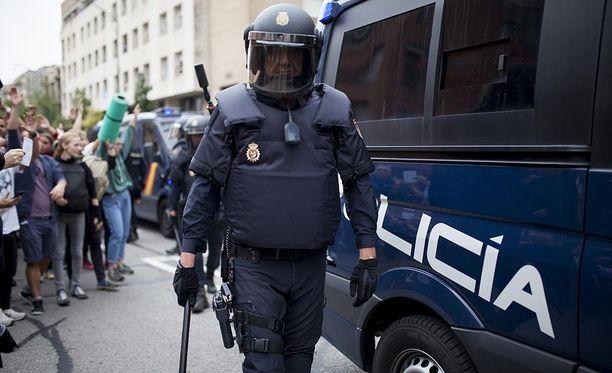 Väkivaltaisuuksissa loukkaantui yli 800 ihmistä.