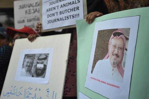 Toimittaja Jamal Khashoggi surmattiin hänen mentyään Saudi-Arabian konsulaattiin.