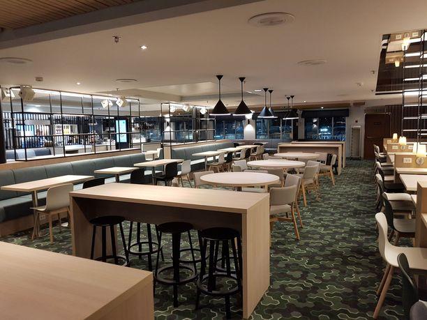 Entinen kahvila muutettiin Fastlane-ravintolaksi.