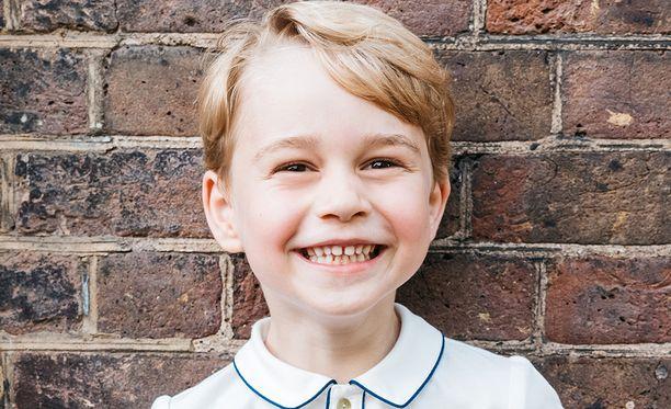 Hymyilevä prinssi George on jo 5-vuotias.