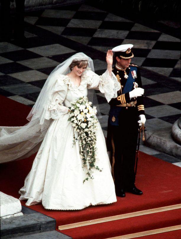 Dianan muhkea häätyyli vuoden 1981 heinäkuulta valtavine laahuksineen on ikimuistoinen.