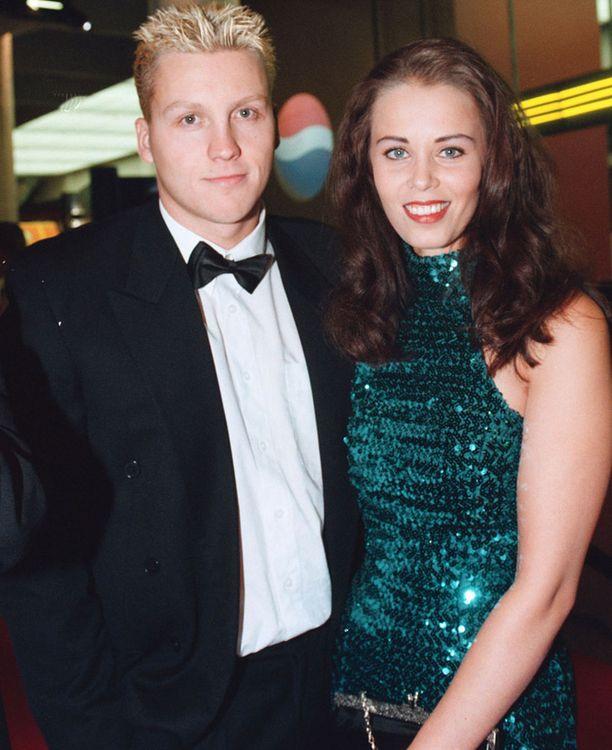 Susanna Ingerttilä (entinen Sievinen) silloisen aviomiehensä Jani Sievisen kanssa vuonna 1999.
