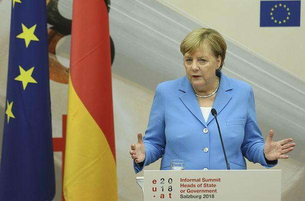 """Vakojapomoskandaalin """"sopu"""" tulee kalliiksi Angela Merkelille."""