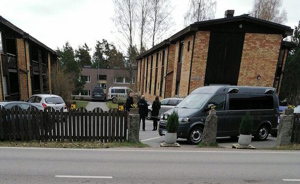 Murhasta epäilty perheenisä otettiin kiinni pian epäillyn teon jälkeen nummelalaisen kerrostalon pihalta.