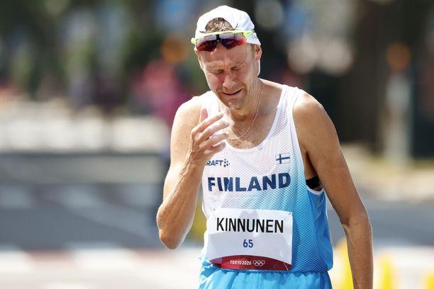 Jarkko Kinnunen, 37, murtui kyyneliin 50 kilometrin olympiastartin jälkeen perjantaina Sapporossa.
