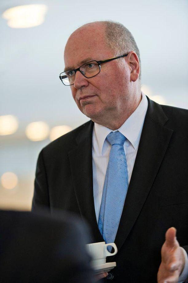 Eero Heinäluoman johtama delegaatio pysyy Euroopassa.