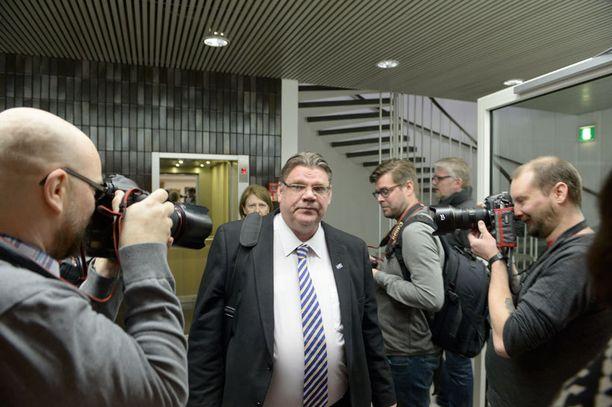 Timo Soini saapui kirjan julkaisutilaisuuteen torstaiaamuna.