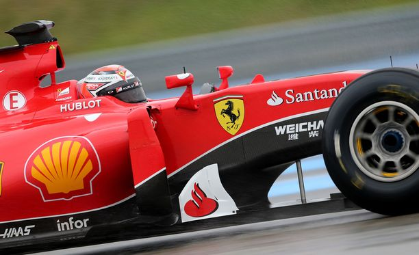 Nyky-F1:ssä Kimi Räikkösen päätä suojaa vain kypärä. Vuoden kuluttua kuskia voi suojata lisäksi teräskehikko.