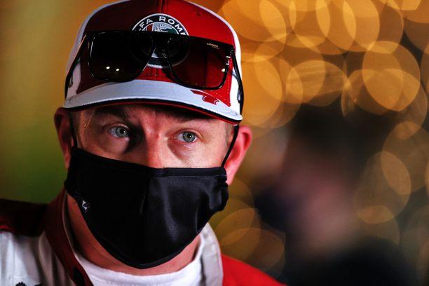 Kimi Räikkönen käski odottaa.