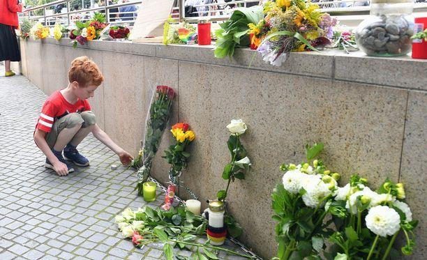Joukkosurmassa kuoli yhdeksän ihmistä, joista kahdeksan oli 14-21-vuotiaita.