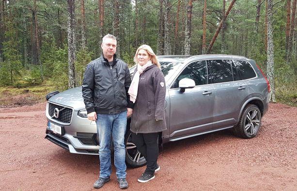 Dan Engblom ja hänen vaimonsa Jenny ovat olleet tyytyväisiä uuteen Volvoonsa.